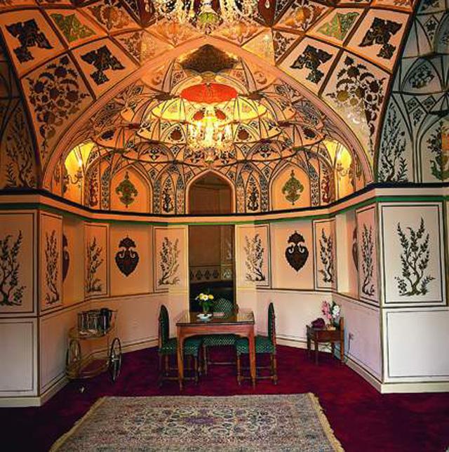 Abbasi Hotel Safavid Suite